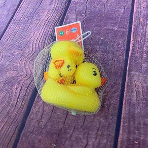 FREE NWT Set of 3 Rubber Ducks
